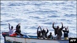 Raport i ri: Bie numri i rrëmbimeve të suksesshme nga piratët somalezë