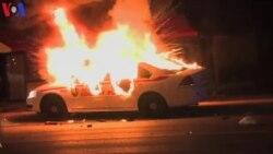 Protestos violentos causam caos em Ferguson, Estados Unidos