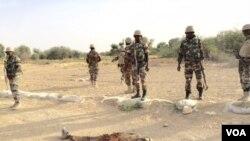 Un cadavre d'un présumé militant de Boko Haram (VOA)