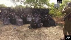 Hoton 'yan matan Chibok d 'yan binidga suka sace.