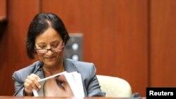 La médico forense Valerie Rao fue requerida por el fiscal para que testificara sobre las lesiones de Zimmerman la noche de la muerte del joven negro.