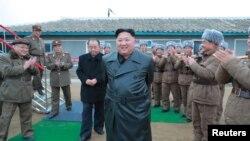 정은 북한 국무위원장이 백두산 삼지연군 읍지구 준공식에 참석해 준공테이프를 끊었다고 북한 관영 조선중앙통신이 3일 보도했다.