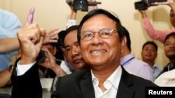 Ông Kem Sokha trước khi bị bắt.