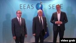Kosovski premijer Avdulah Hoti, šef diplomatije EU Žozep Borelj i predsednik Srbije Aleksandar Vučić na obnovljenim pregovorima u Briselu