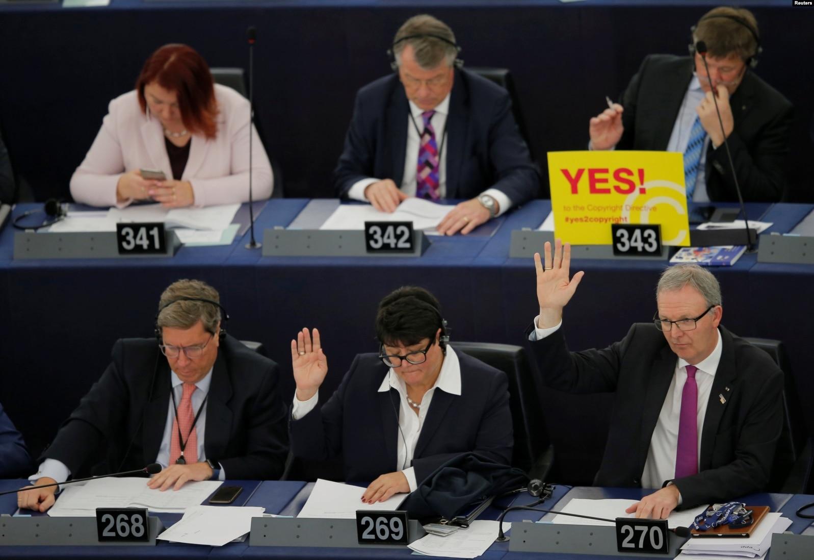 Con 348 votos a favor, 274 en contra y 36 abstenciones, el Europarlamento de Estrasburgo cerró de esta forma dos años y medio de polémico debate.