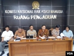 Ketua Komnas HAM Ahmad Taufan Damanik (tiga dari kanan) (Foto: Fathiyah/dok).