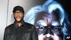 "Tyler Perry, sutradara film ""BOO! A Madea Halloween"" tiba di pemutaran perdana film tersebut di ArchLight Cinerama Dome di Los Angeles,"