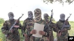 Un porte-parole militaire des Shababs fait une déclaration au sud de Mogadiscio, le 19 octobre 2011