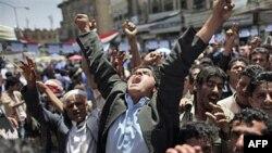 Người biểu tình chống chính phủ xuống đường đòi Tổng thống Yemen Ali Abdullah Saleh từ chức, ngày 2/5/2011