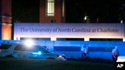 Policija blokira glavni ulaz na kampus Univerziteta Severne Karoline u Šarlotu, 30. aprila 2019.