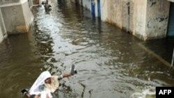 Lũ lụt đã khiến khoảng 1.600 người thiệt mạng, ảnh hưởng tới gần 20 triệu người khác, và nhận chìm nhiều khu vực rộng lớn ở Pakistan