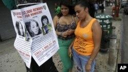 La policía colocó carteles con el rostro de la niña y ofreció una recompensa de $12 mil dólares por alguna pista sobre el caso.