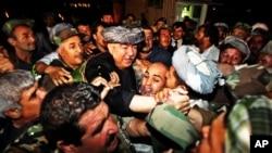 General Abdul Rashid Do'stumga Amerika viza bermadi degan xabarlar Afg'onistondda g'azab bilan kutib olindi.