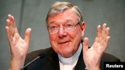 Kardinal Australia, George Pell memberikan konferensi pers di Vatikan (foto: dok).