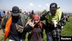 مقامها گفته اند که پناهجویان قادر به شکستن کتارۀ مرزی نشده اند.