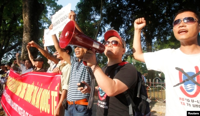 Protesters chant slogans during an anti-China protest in front of the Chinese embassy in Hanoi, Vietnam, May 13, 2014.