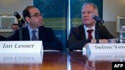 Amerikan Alman Marshall Fonu uzmanı Ian Lesser ve Dışişleri Bakanlığı Müsteşar Yardımcısı Selim Yenel