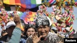 Morales fue recibido con festejos en Tomave, cerca del salar de Uyuni, a donde llegó a inaugurar una autopista.