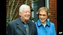 En esta imagen tomada de un video, el expresidente Jimmy Carter y la ex primera dama Rosalynn Carter son vistos durante la segunda noche de la Convención Nacional Demócrata el martes 18 de agosto de 2020.