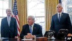 دونالد ترامپ رئیس جمهوری ایالات متحده در دفتر کار خود در کاخ سفید - آرشیو