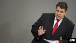 Suudi Arabistan'a tank satılmasına karşı çıkan Almanya Başbakan Yardımcısı Sigmar Gabriel