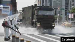 台灣陸軍33化學兵群執行台北街頭消毒作業(台灣軍聞社提供)