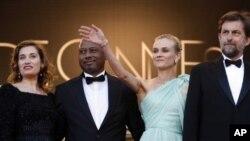 Dewan juri festival film Cannes, dari kiri: Emmanuelle Devos, Raoul Peck, Diane Kruger dan sutradara dan ketua dewan juri Nanni Moretti dalam upacara pembukaan dan pemutaran film Moonrise Kingdom (16/5)