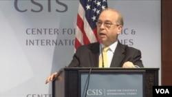 """美國助理國務卿拉塞爾星期二在華盛頓智庫戰略與國際研究中心的""""南中國海年度會議""""上發表主旨演講。(視頻截圖)"""