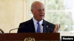 스테판 데 미스투라 유엔 시리아 특사가 14일 스위스 제네바 유엔 본부에서 시리아 사태와 관련해 기자회견을 하고 있다.