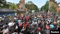 Jutaan warga melakukan mudik ke kampung halaman dalam rangka Idul Fitri (foto: dok).