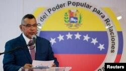 El ministro del Interior de Venezuela, Néstor Reverol, habló en una conferencia de prensa en Caracas el domingo, 5 de agosto de 2018.