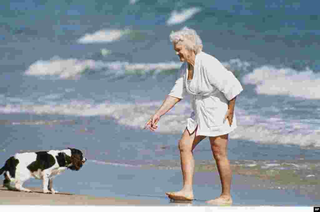Барбара Буш со своей собакой Милли, Флорида (AP Photo)