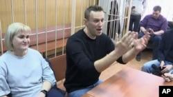 Ruski opozicioni lider Aleksej Navalni pred sudom u Moskvi, 27. marta 2017.