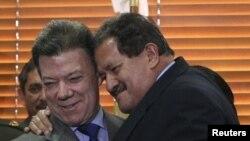 El presidente de Colombia, Juan Manuel Santos (izq) y el vicepresidente Angelino Garzón (der) fueron diagnosticados con cáncer de próstata. Los dos están en tratamiento.