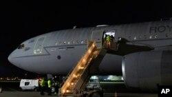 Một chuyến bay quân sự trở về Anh hôm 24/8.