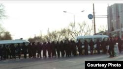 北京国家信访局外面的警察长蛇阵。(博讯图片)