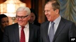 Главы МИД Германии и России Франк Вальтер Штайнмайер и Сергей Лавров (архивное фото)