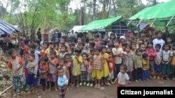 ဆြမ္ပရာဘြမ္ အနီးပတ္၀န္းက်င္ ေက်းရြာမ်ားမွ စစ္ေဘးေရွာင္တိမ္းေနရတဲ့ ေဒသခံမ်ား။ (ဓာတ္ပံု- Kachin News)