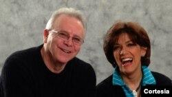 """Rob Barron, director, y Maria Isabel Murillo, compositora, de """"La más grande historia jamás cantada""""."""