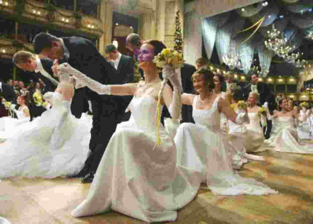 Inauguración del salón de baile de la Opera Estatal de Viena.