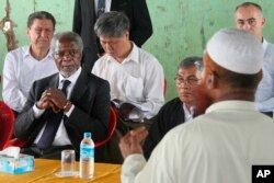 FILE - Former United Nations Secretary-General Kofi Annan, second left, listens to a Rohingya religious and community leader in the Internally Displaced People's camps during a visit by the Rakhine Advisory Commission in Thetkabyin village.
