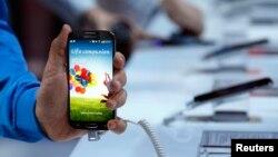 El nuevo teléfono móvil Samsung Galaxy4 estará a la venta el próximo 15 de abril.