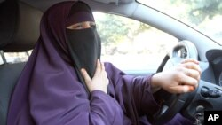 A woman wearing a niqab drives a car in Avignon, France before the government ban.