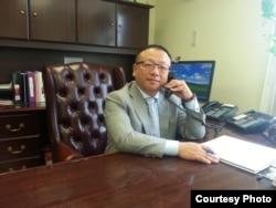 加拿大罗宾移民公司总裁罗宾律师