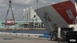 Kokaina e konfiskuar shkarkohet në portin e Floridas
