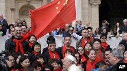 Tư liệu - Ảnh chụp 18/4/2018, tín đồ Công giáo Trung quốc hội kiến Đức Giáo Hoàng Phanxico tại Quảng trường Thánh Phao Lô, ở điện Vatican.