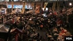 數百名佔領人士留守金鐘佔領區,有示威者要求拆大台 (湯惠芸攝)