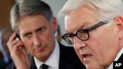 Bộ trưởng Ngoại giao Đức Frank-Waler Steinmeier (Phải) nói rằng Đức chưa được yêu cầu tham gia không kích Syria, và Đức cũng sẽ không tham gia.