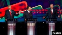 지난달 15일 미국 라스베가스에서 열린 공화당 대선 후보 토론회에서 도널드 트럼프(왼쪽부터), 테드 크루즈, 젭 부시 후보가 설전을 벌였다.