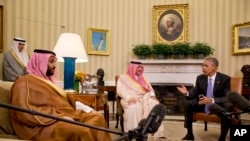 President Barack Obama meets with Saudi Arabia's Crown Prince Mohammed bin Nayef, center, and Deputy Crown Prince Mohammed bin Salman, left, in the Oval Office of the White House in Washington, May 13, 2015.